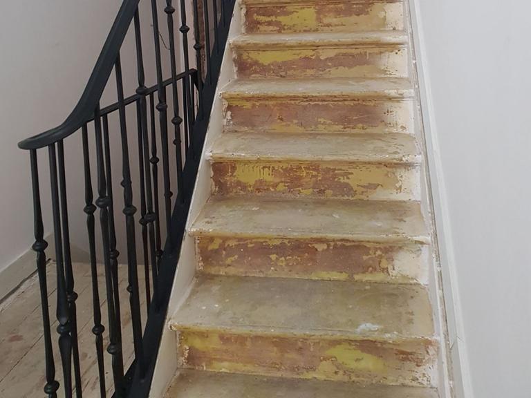 rampe d 39 escalier ixelles r alisation de l 39 atelier de ferronnerie yasar. Black Bedroom Furniture Sets. Home Design Ideas